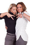 2 женщины делая V-знаки Стоковые Изображения