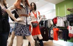 2 женщины магазина манекена s Стоковые Фото