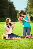 2 женщины на пикнике с арбузом Стоковая Фотография RF