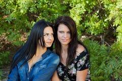 2 женщины с различными выражениями Стоковые Фото