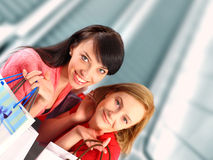 2 женщины с хозяйственными сумками Стоковое фото RF