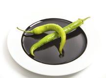 2 зеленых перца chili на плите Стоковое фото RF