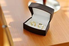 2 золотистых обручального кольца Стоковые Изображения