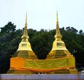 2 золотистых pagodas в Phra тот висок Doi Tung Стоковые Изображения