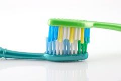2 зубной щетки Стоковые Изображения