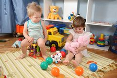 2 игрушки 2 playroom детей Стоковые Фото