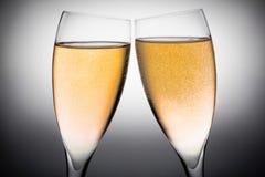 2 каннелюры шампанского с пузырями золота Стоковое Изображение