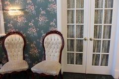 2 комфортабельных стула на спе Стоковая Фотография RF