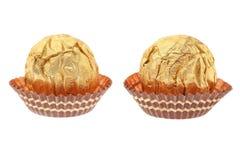 2 конфеты шоколада обернутой в золоте. Стоковое Изображение