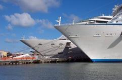 2 корабля круиза гаван Стоковая Фотография