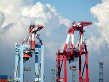 2 крана на козлах контейнера Стоковая Фотография