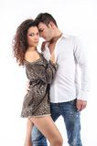 2 любовника стоя взаимодействующ показывающ привязанность стоковые изображения