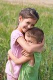 2 малыша в поле пшеницы Стоковые Изображения RF