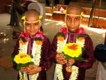 2 мальчика на индийской церемонии Стоковая Фотография