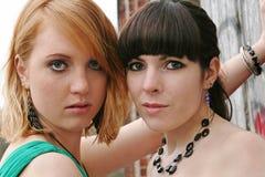 2 молодой женщины стоковые фотографии rf