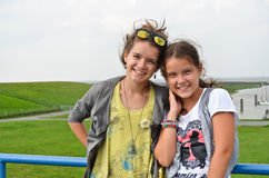 2 молодых сестры стоковое изображение rf