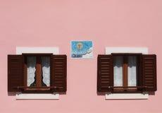 2 окна и sundial Стоковая Фотография RF