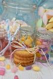 2 опарника с розовым лимонадом Стоковая Фотография RF