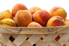 2 персика корзины стоковое изображение rf