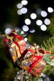 2 подарка в рождественской елке Стоковое фото RF