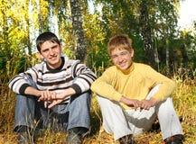 2 подростка в парке Стоковая Фотография