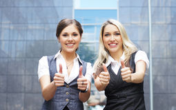2 привлекательных коммерсантки в официально одеждах Стоковая Фотография RF