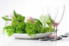 2 пустых стекла и цветка год сбора винограда Стоковое фото RF