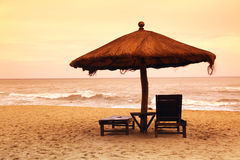 2 пустых стула на пляже Стоковая Фотография
