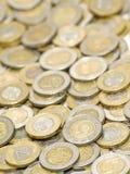 2 разбросанной монетки предпосылки Стоковое фото RF
