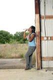 2 разлили вскользь милую женщину по бутылкам воды Стоковое Изображение RF