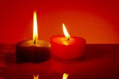 2 свечки горящих сердца форменных Стоковое Изображение RF