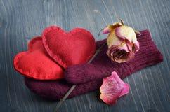 2 сердца в перчатках Стоковое Изображение RF