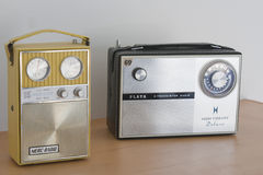 2 старых радио транзистора стоковое фото