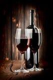 2 стекла вина и бутылки вина Стоковые Фото
