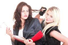 2 студента довольно разнообразных молодых женщин женских Стоковое фото RF