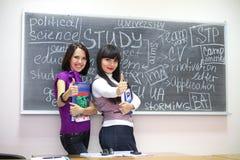 2 студента приближают к классн классному Стоковое Изображение RF
