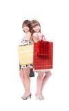 2 счастливых друз с покупками Стоковые Фотографии RF