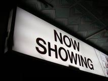 кино 2 теперь показывая знак Стоковые Изображения RF