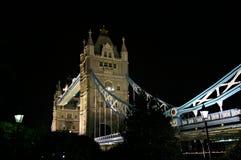 2座桥梁英国伦敦晚上塔 库存图片