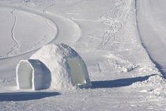 2冰园屋顶的小屋 免版税库存照片