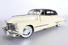 2 1947年卡迪拉克汽车金属缩放比例玩具 免版税库存图片