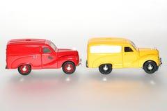 2 1953 Austin A40 en una línea sideview clásico del coche del juguete Imagenes de archivo