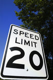 2 20 ограничивают скорость знака Стоковая Фотография RF