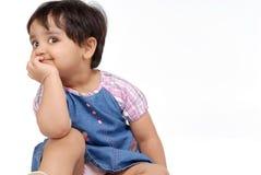 2 3 behandla som ett barn gammala år för flicka Arkivfoton