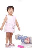 2 3 behandla som ett barn gammala år för flicka Royaltyfria Foton