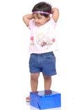 2 3 behandla som ett barn gammala år för flicka fotografering för bildbyråer