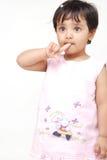 2 3 behandla som ett barn gammala år för flicka Royaltyfri Fotografi