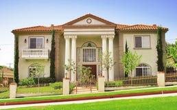 2 5美丽的豪宅 库存照片