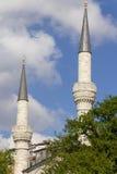 2 красивых минарета мечети Стоковая Фотография