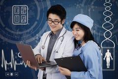 2 доктора и футуристического интерфейс Стоковое фото RF